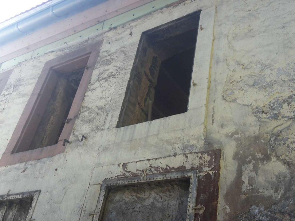 Sanierungsarbeiten an einem Geschäftsgebäude